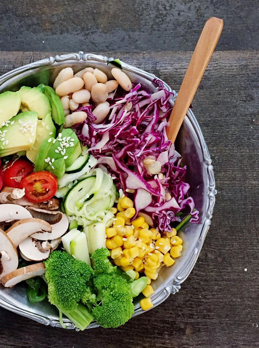 Gemüse als gemischter Salat in einer Schüssel